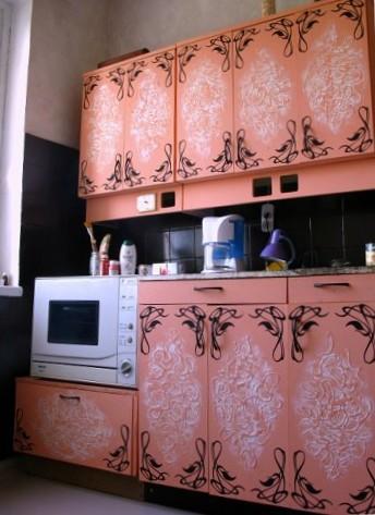 Как своими руками обновить старую мебель