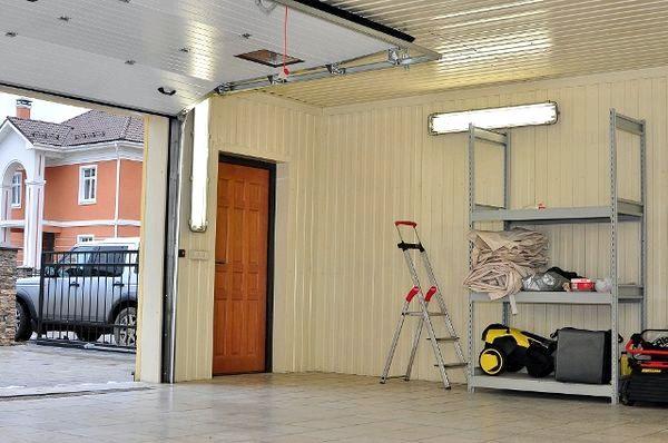 Как сделать потолок в гараже из профлиста